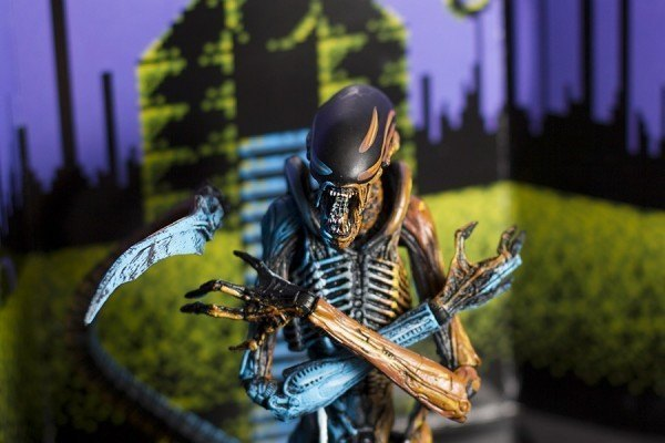 REVIEW / NECA Dog Alien video game tribute figure