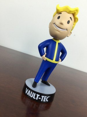 Lootcrate-November-2015-vault-boy-bobblehead